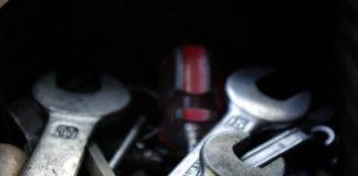Podstawowe narzędzia w samochodzie