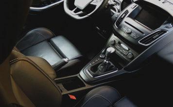 Środek do czyszczenia skóry w samochodzie – jak używać?