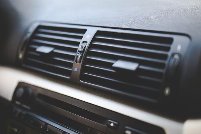 Odgrzybianie klimatyzacji samochodowej